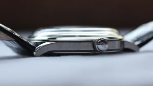 Orient bambino kính mineral cong vòm 300x169 - Thay Mặt Kính  Đồng Hồ Orient Giá Bao Nhiêu?
