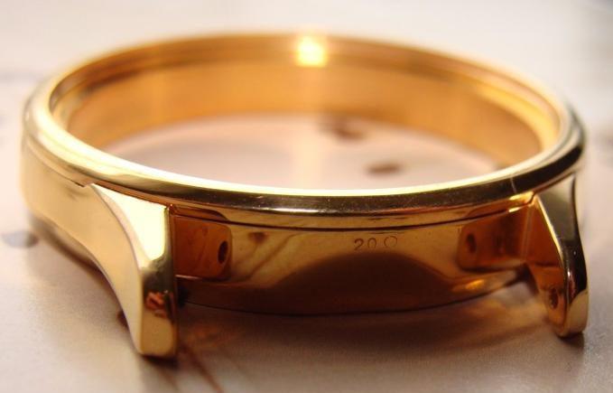 Đồng hồ mạ vàng PVD