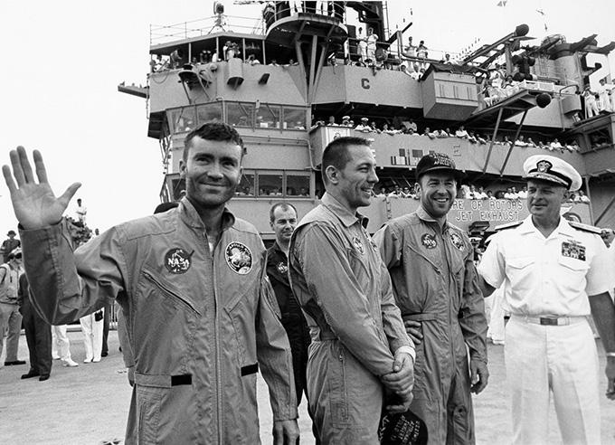 Phi hành đoàn Apollo 13 đã hồi phục trên tàu Iwo Jima